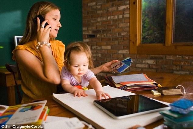 Kisgyermeket nevelők munkaerőpiaci visszatérésének támogatása